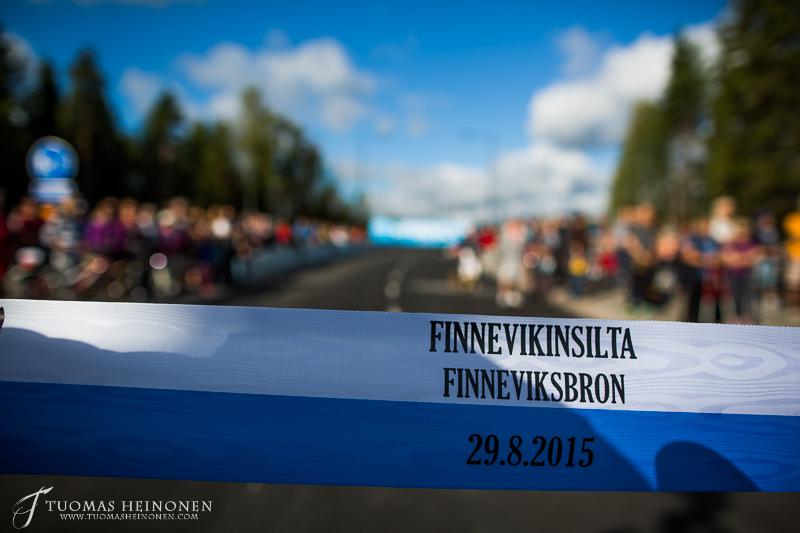 Finnevikinsilta avattiin Espoo päivänä 29 8 2015 kansanjuhlassa  Suomenojan
