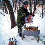 Mikko hoitaa kauriiden ja peurojen ruoinnan - kuva Timo Leppäharju