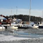Veneiden nostoa jään keskellä - Kuva: Tommi Heinonen