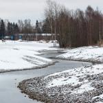 Djupsundsbäcken ja miltei mustavalkoinen maisema - Kuva: Jukka Ranta