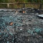 Lasia ja muuta roinaa palaneesta autosta - Kuva: Jukka Ranta