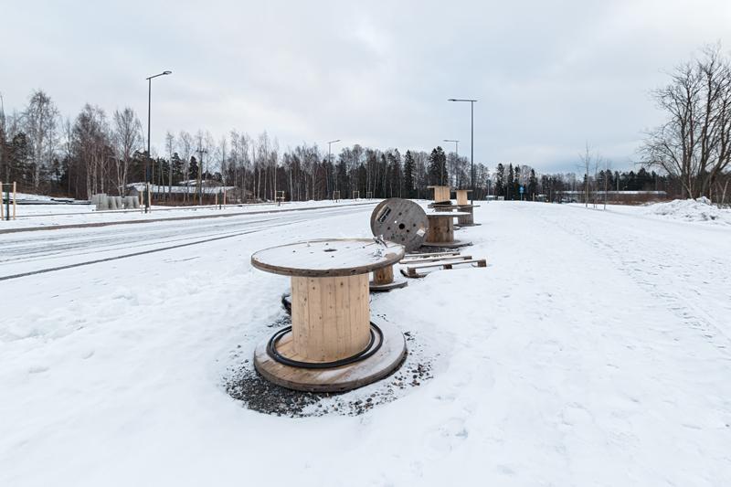 Kaitaantien viimeistelyä: sähkötöitä - Kuva: Jukka Ranta