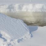 Kun meriveden pinta laski 70 cm, jääkansi seurasi perässä. Kuva: Tommi Heinonen