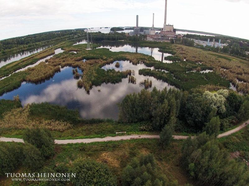 Espoo-päivänä avautunut näyttely on altaita kiertävän polun varrella - Kuva: Tuomas Heinonen
