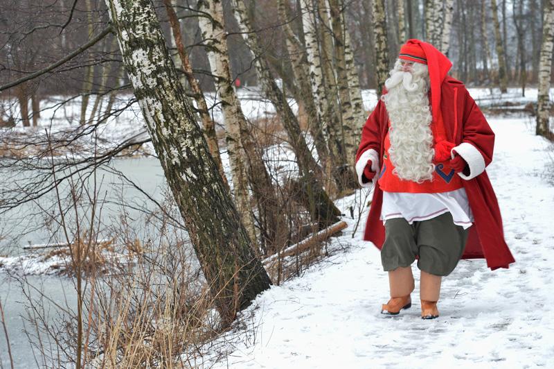 Joulupukki toi tervehdyksen Suomenojalle - Kuva: Tommi Heinonen