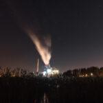 Voimalaitos yöllä - Kuva Paul Stevens