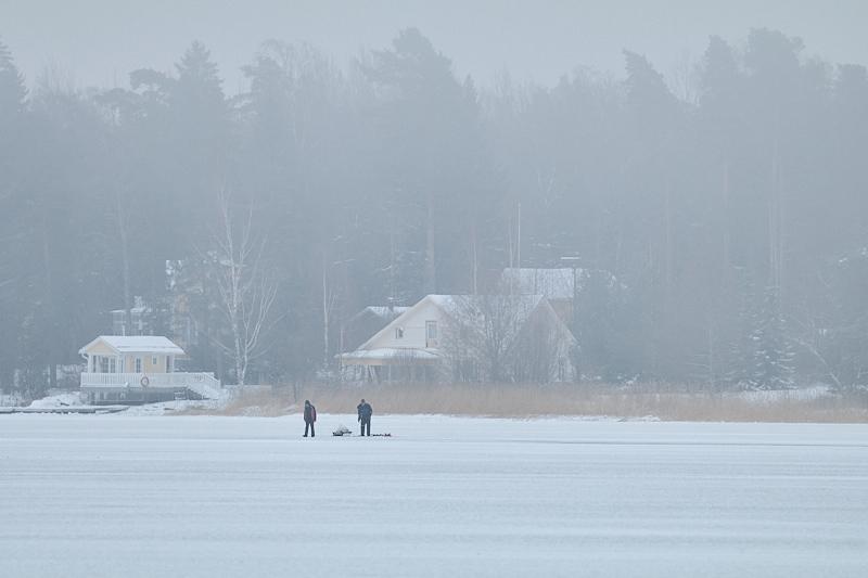 Meri sai jääpeiteen ja kalastajat ilmaantuivat - Kuva: Jukka Ranta