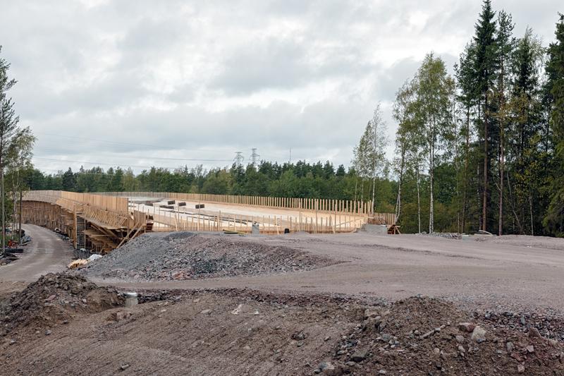 Silta ja tien kohtaaminen - Kuva: Jukka Ranta
